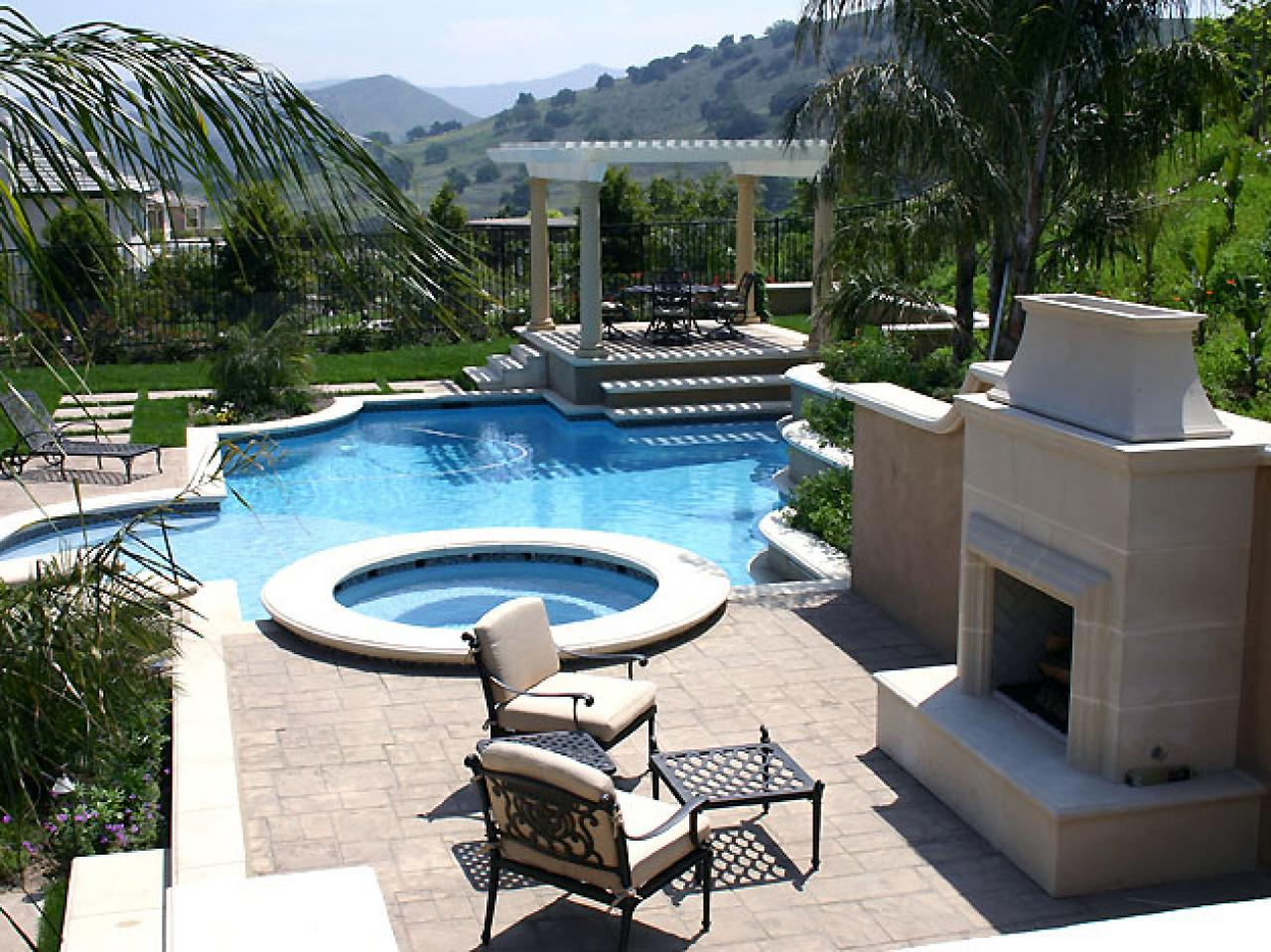 water_feature_circular_pool.jpg.rend.hgtvcom.1280.960