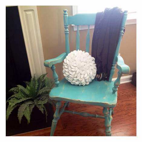 09-aqua-distressed-chair